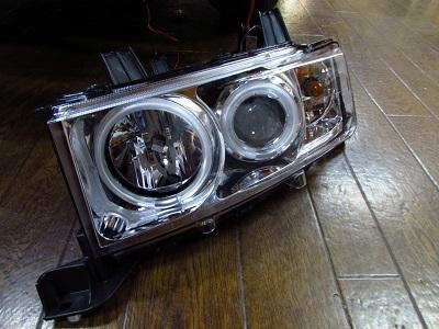 年式アップ!bBのヘッドライトをプロジェクタータイプ社外ヘッドライトに交換!