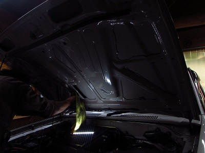 ディーゼル車に限らず必要!95プラドのボンネットの防振・制振デッドニング