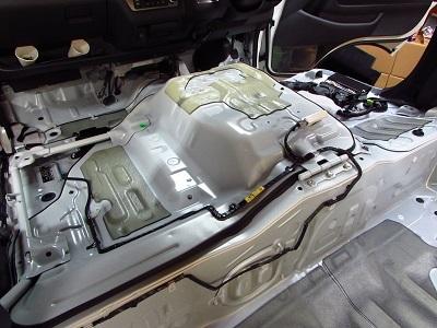 ⑤サイレントコートです!200系ハイエース標準ボディー・標準ルーフをデッドニング次にエンジンルーム!