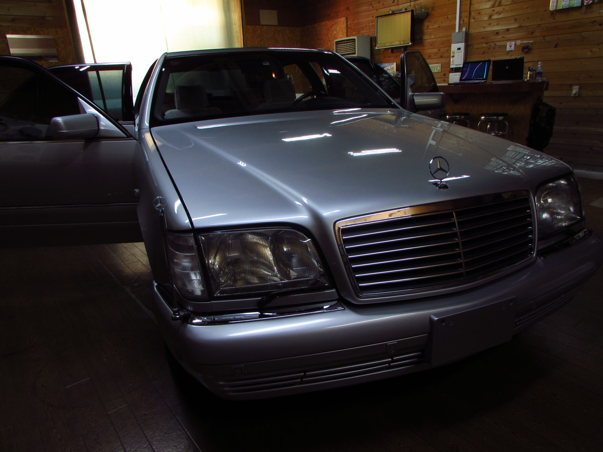 メルセデスベンツS600(W140)にオーディオ取付。