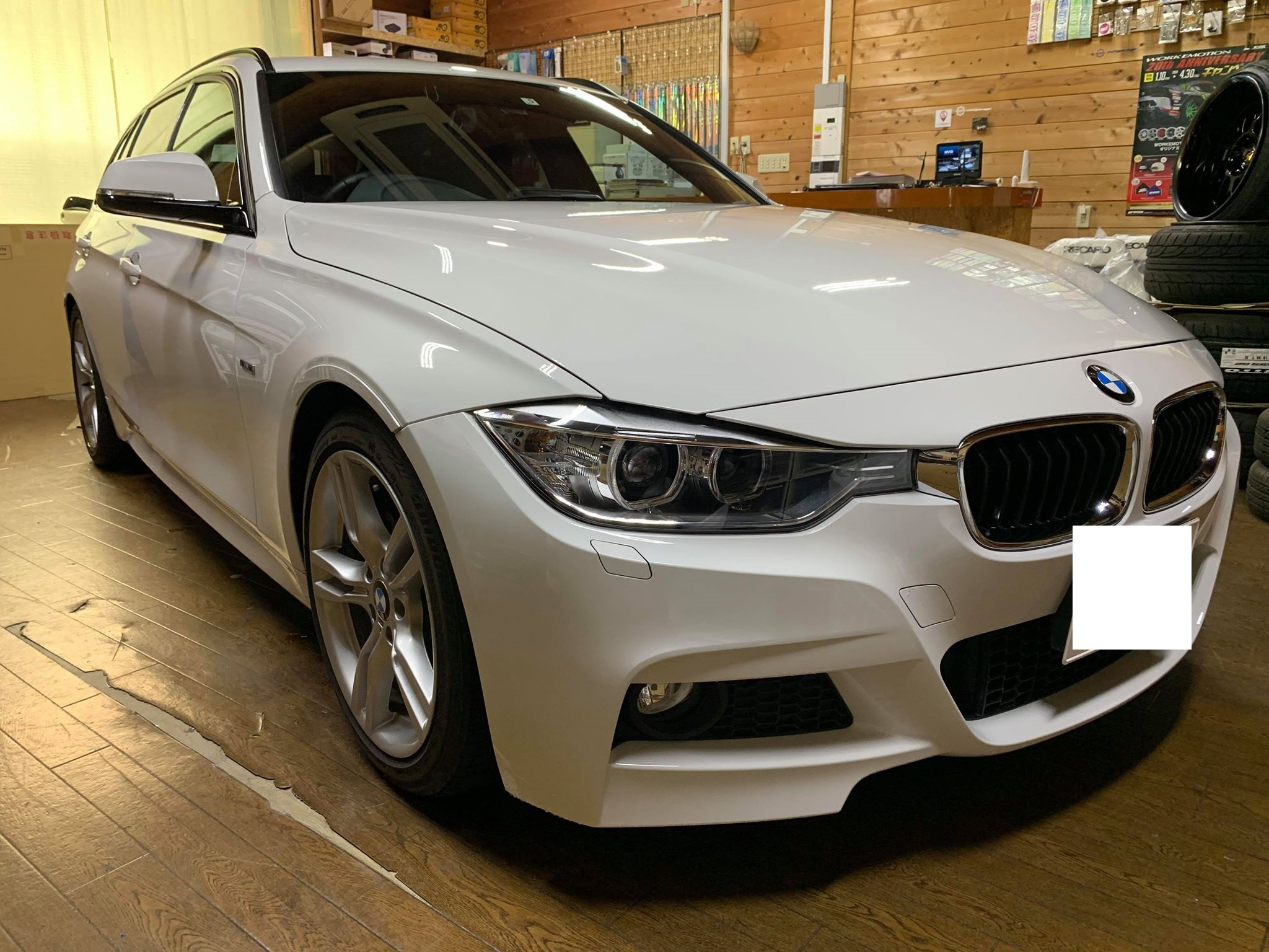 DTV見れたほうがいいですよね。BMW3シリーズ F31にインターフェース&TVチューナー取付!
