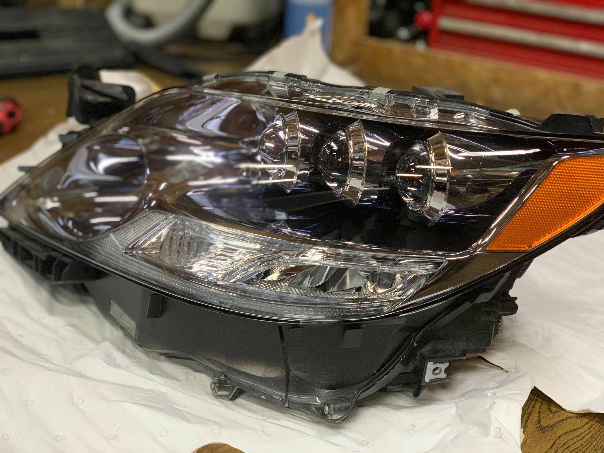 磨きの限界を超えたら…レクサスLSヘッドライトのレンズ交換。