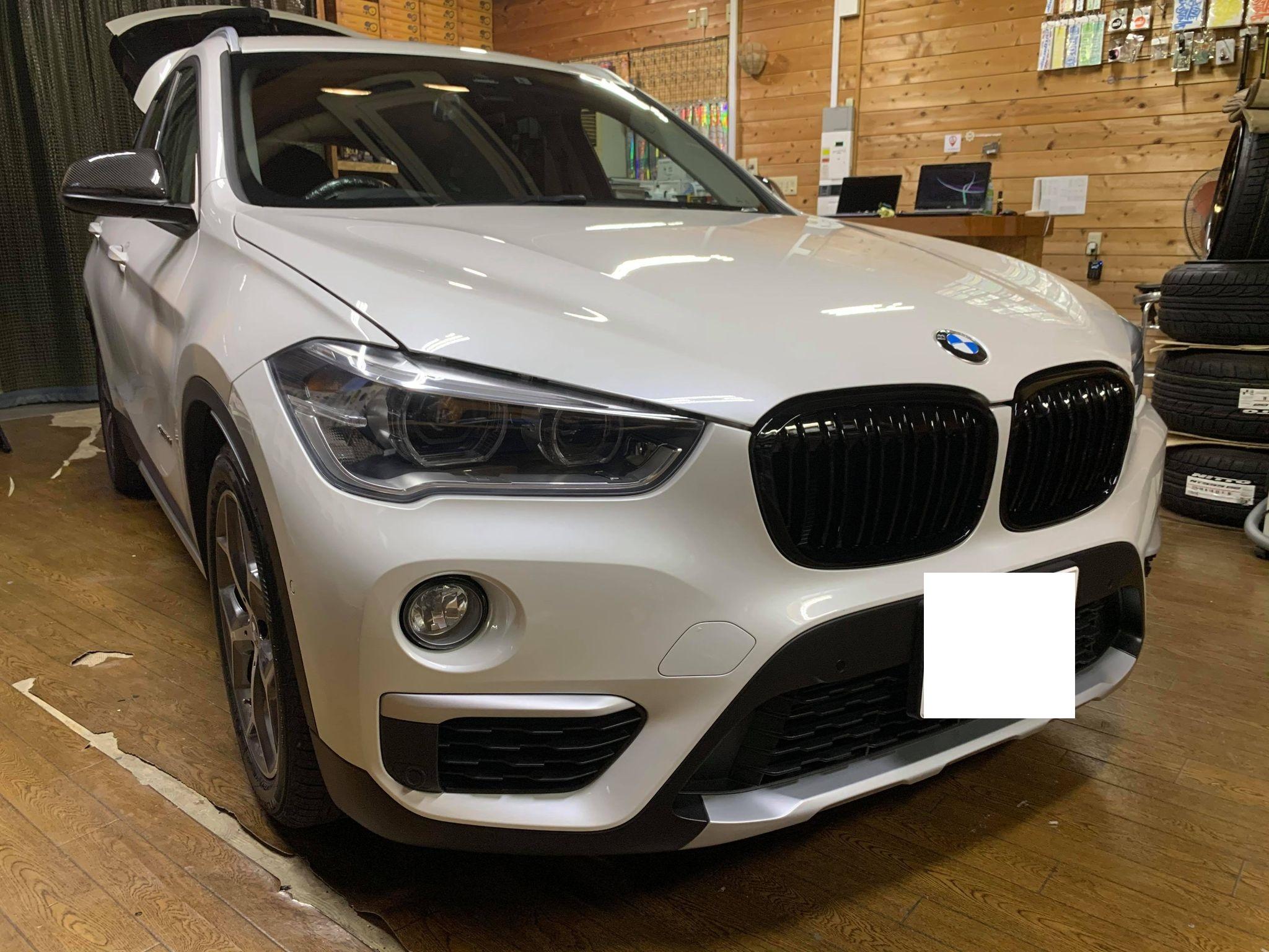 キリッと男前に!BMW X1 F48にヘッドライト&テールライトにスモークフィルム施工!ドラレコも搭載!